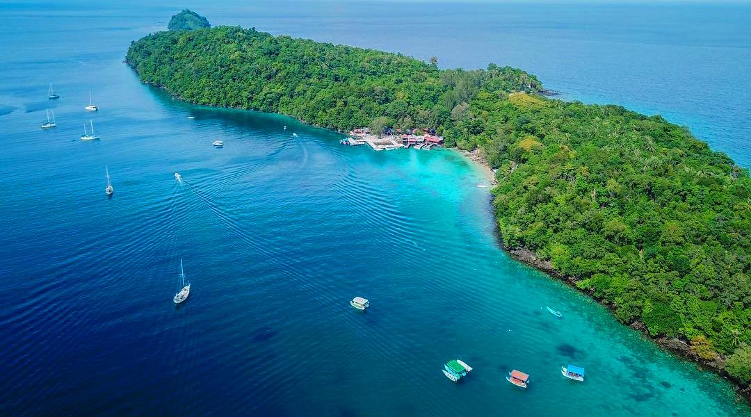 gambar pantai iboih cewek manis dan seksi damnai di tengah pulau harapan