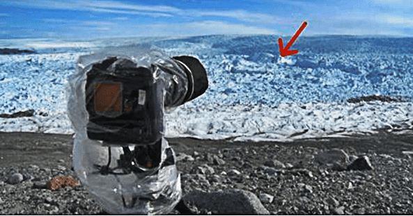 He Points His Camera At Ice And Then Captures The UNIMAGINABLE On Film