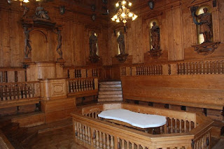 The Archiginnasio anatomical theatre is surrounded by statues of eminent physicians carved in wood