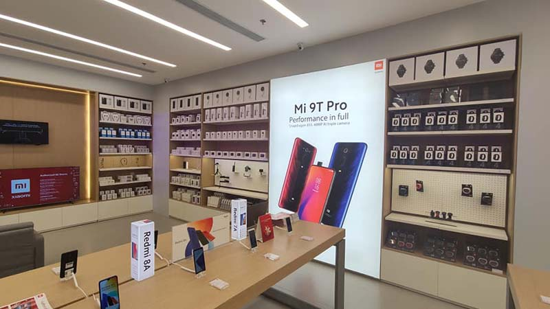 Spotted in Authorized Mi Store Ayala Malls Central Bloc are the Mi 9T Pro, Xiaomi TVs, and Mi Band 4