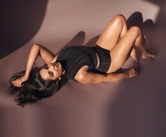Actress Tejaswi Madivada Hot Photoshoot Navel Queens