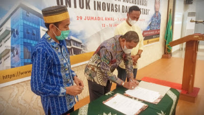 Penandatanganan MoU antara Pemkab Wajo dengan Universitas Muhammadiyah Kendari