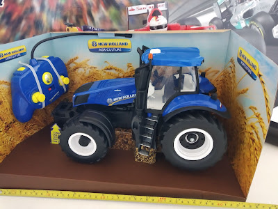 Maisto TECH Tractor New Holland