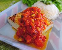 Tofu ao Molho de Tomate, Coentro e Azeitonas (vegana)
