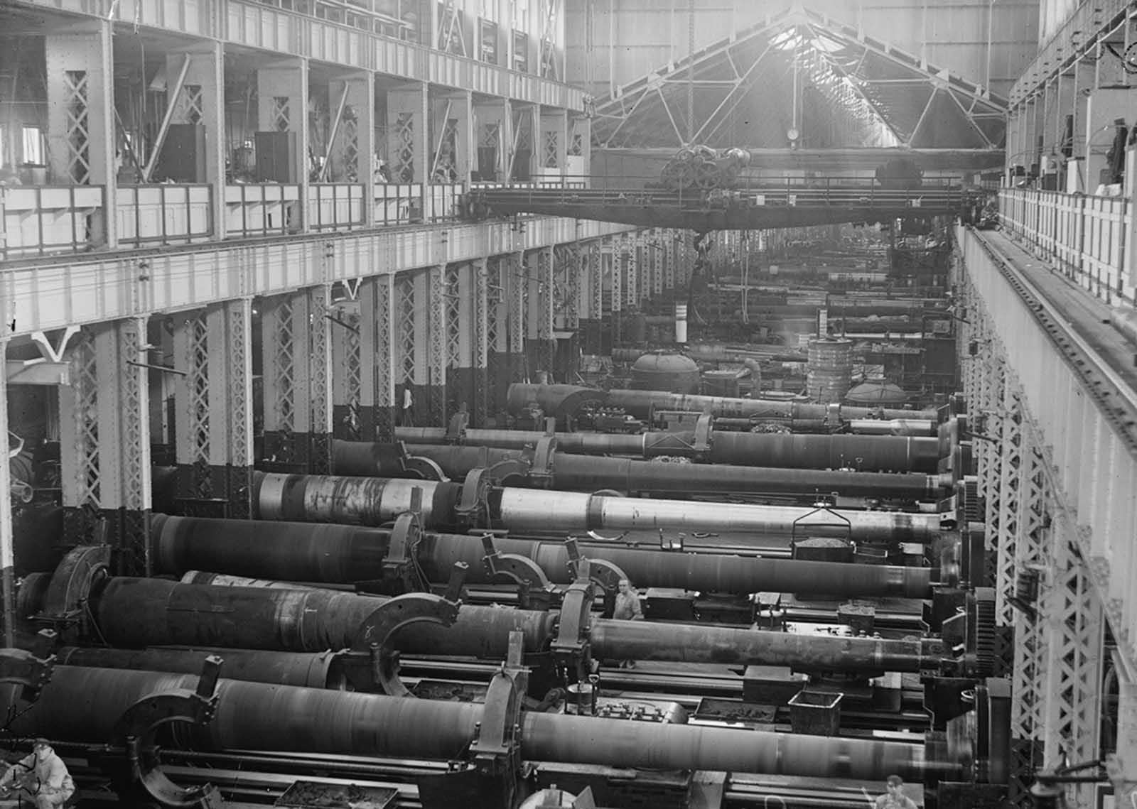 El Navy Yard de EE. UU., Washington, D.C., la sección Big Gun de las tiendas, en 1917.