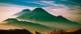 Mengenal Gunung Tertinggi di Indonesia