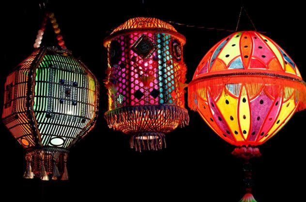 Most Popular and famous festivals in India : diwali