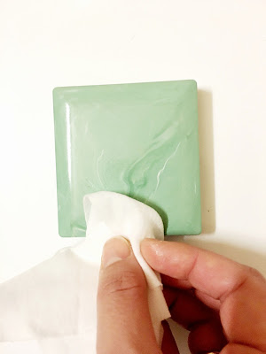 Ioanna's Notebook - Cleaning with facial wipes