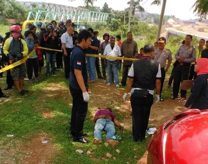 Mayat Tak Dikenal Tergeletak di Jembatan Juanda Ciliwung