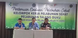 Kepala KKP Kelas III Jambi Secara Membuka Pertemuan Evaluasi Pelabuhan Sehat Kelompok Kerja Pelabuhan Sehat Pelabuhan Talang Duku.