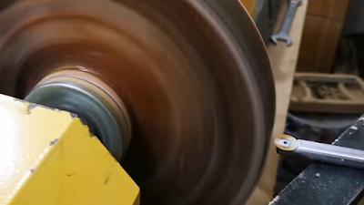 خرط إطار خشبي مع الإيبوكسي على المخرطة بإستخدام أداة خرط وتحويله لشكل طبق