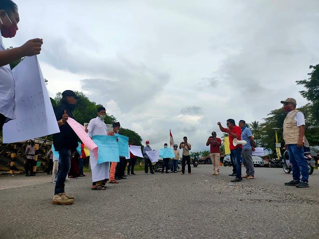 Koalisi Ormas Migas Lakukan Aksi Kembali, Tuntut keterlibatan Aceh Utara, di depan Kantor PT PHE NSB