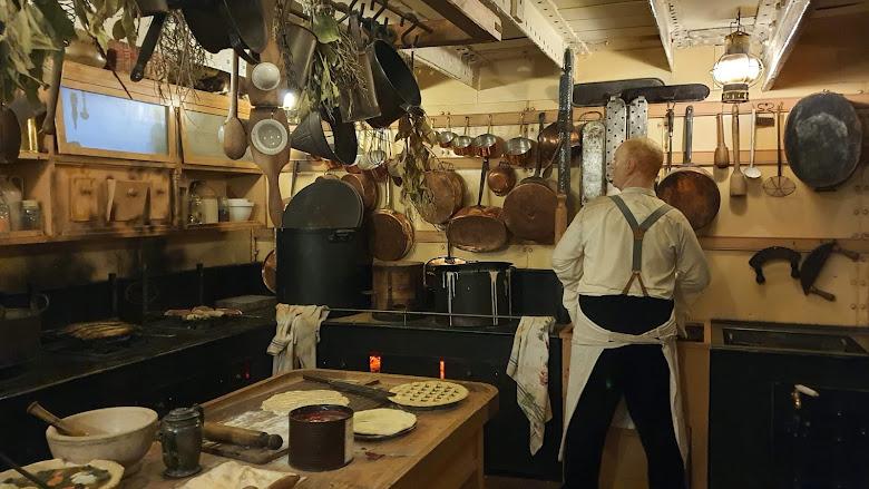 船內的模擬廚房,還有老鼠呢