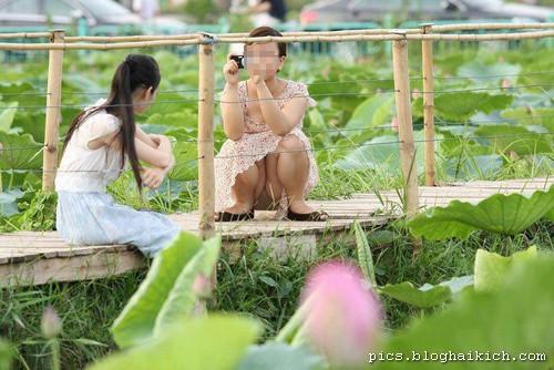 Phụ nữ chụp hình hớ hênh