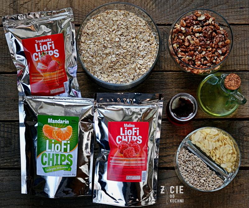granola, liofilizowane owoce, jak zrobic granole, domowa granola, liofilizowane truskawki, liofilizowane maliny, liofilizowane mandarynki, sniadanie mistrzow, elena liofilizowane owoce, zycie od kuchni