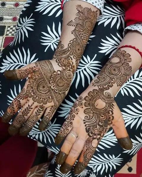 friends-henna-of-full-hand-mehendi-design