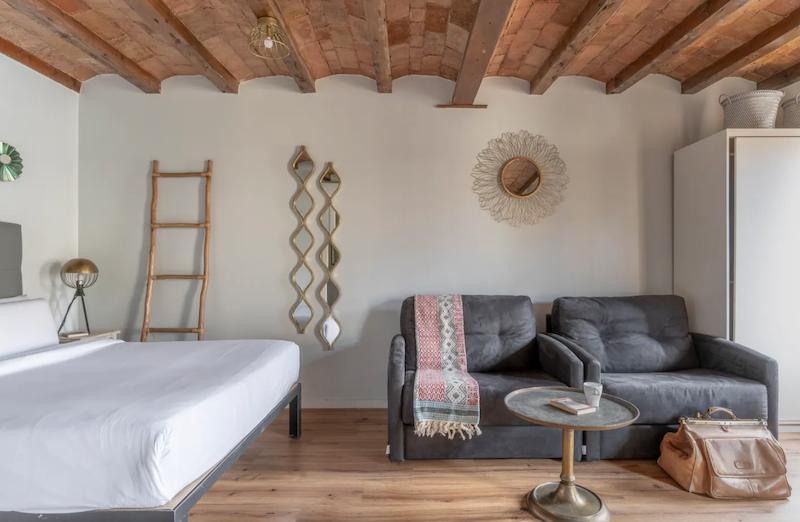 Salón y dormitorio en un piso de alquiler