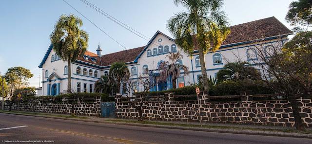 O antigo Convento Bom Retiro da Santa Cruz (atual Colégio Estadual Guarda Mirim)