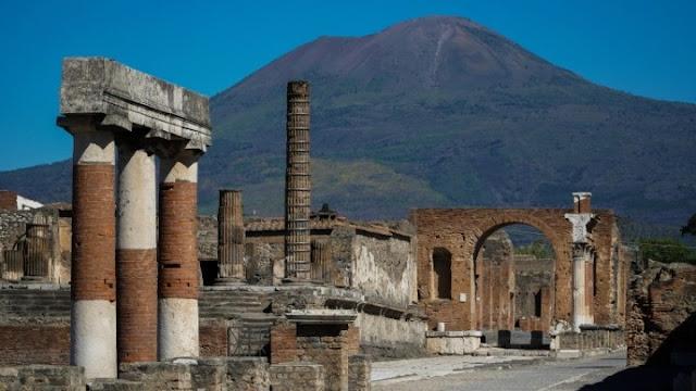 Αρχαιολογική σκαπάνη στην Πομπηία έφερε στο φως -σχεδόν άθικτο- ρωμαϊκό άρμα (βίντεο)