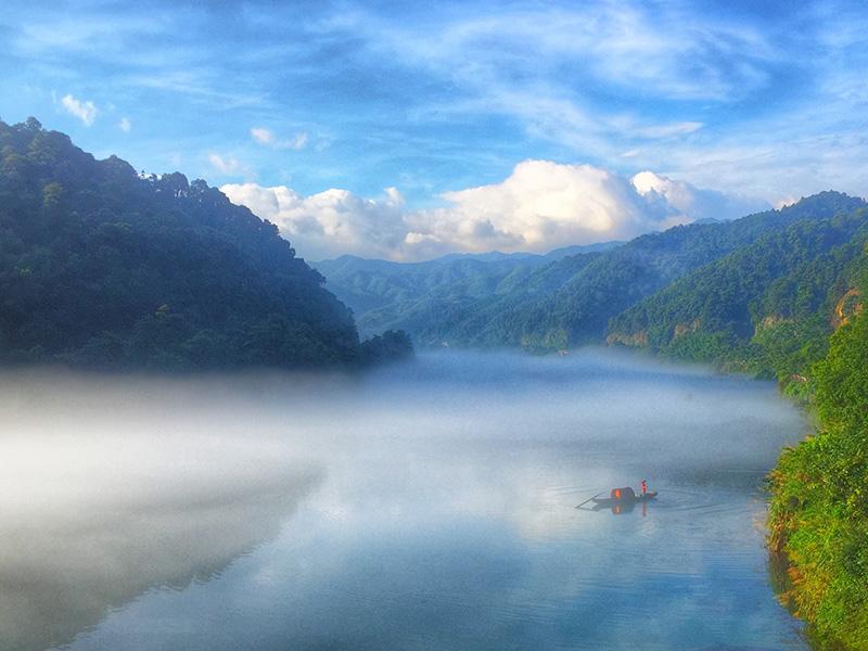 ทะเลสาบตงเจียง (Dongjiang Lake: 东江湖)