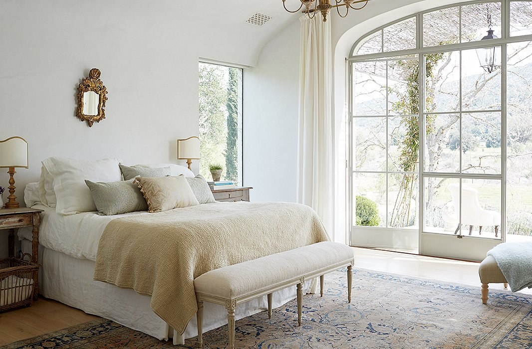 Awesome Breathtaking Patina Farm Bedroom With White Walls, Pastels, And  #modernfarmhouse Decor Style.