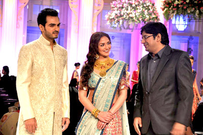 Newly Married Esha Deol and Bharat Takhtani walks the ramp at Aamby Valley
