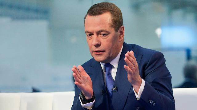 Почувствуйте разницу – Д. Медведев призывает вспомнить про зарплаты в 2000 году