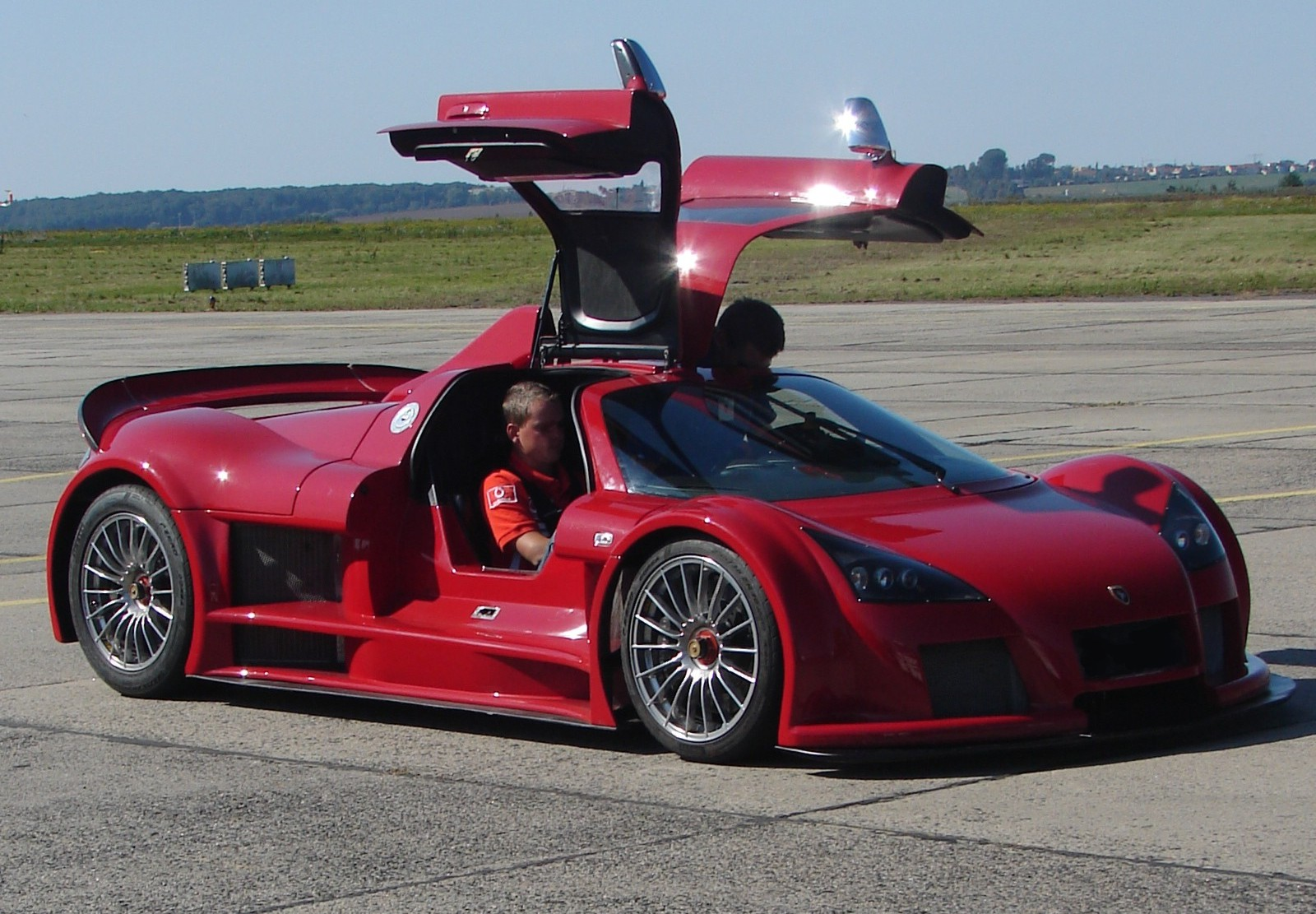 COOL IMAGES: Gumpert Apollo