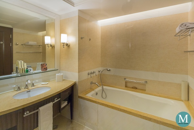 Deluxe River View Room at Shangri-La Hotel Guilin