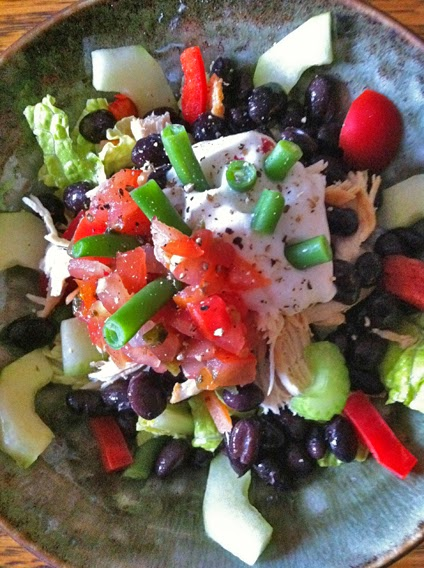 Black bean and chicken salad with veggies