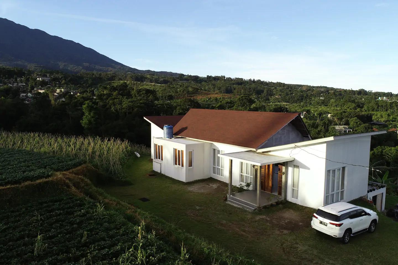 sewa villa di puncak dengan view gunung dan sawah