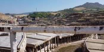 Canal agua salada salinas de añana