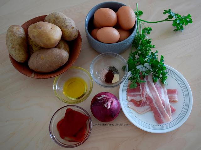 Huevos rotos con patatas y bacon