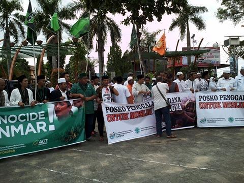 Ketika Berkesempatan Mampir di Aksi Peduli Rohingya