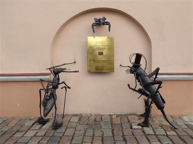 scultura dedicata al regista Vladislavas Starevičius