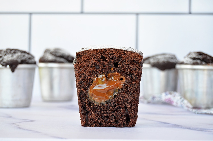 Muffins de chocolate con corazón de dulce de leche