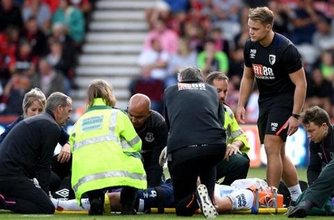 Michael Keane gặp chấn thương khá nặng và phải nhập viện