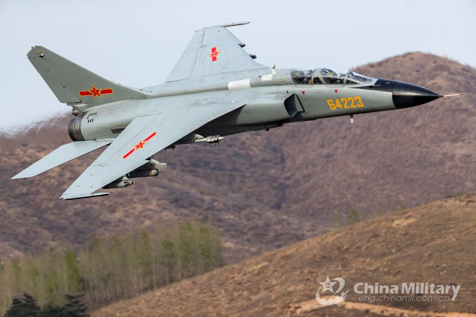 Chinese Air Force flies new version of fighter bomber based on JH-7