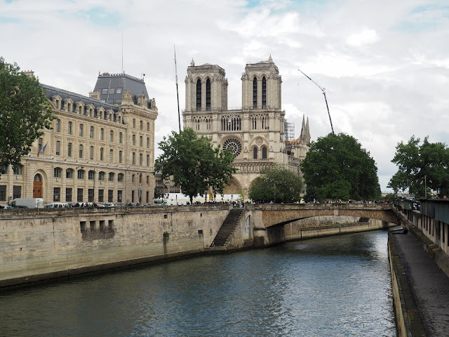 24 hours in Paris - Notre Dame