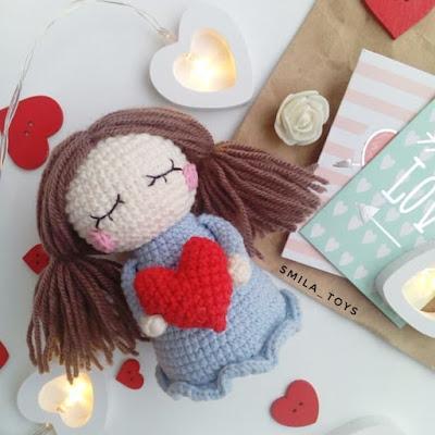 Кукла Валентинка амигуруми