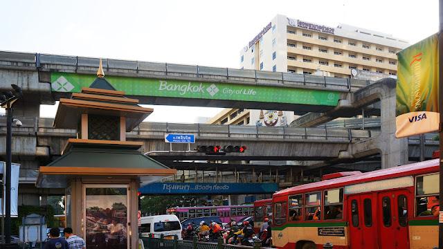 Изображение уличного перехода в Бангкоке