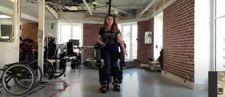 Padre construye exoesqueleto para que su hijo pueda caminar
