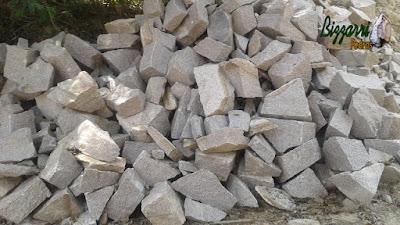 Pedra rachão para escada de pedra de granito com corte manual.