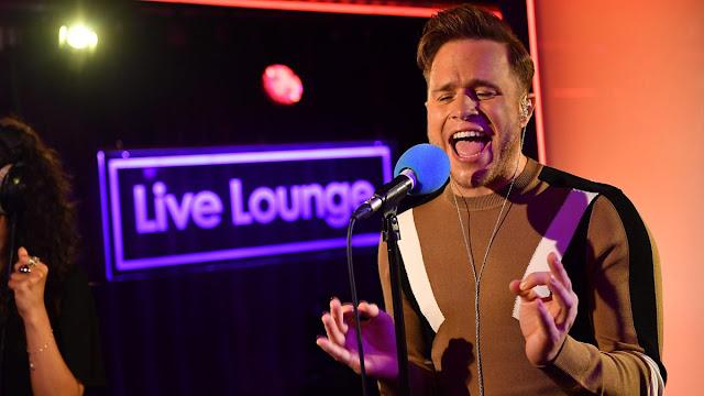"Olly Murs canta ""Can't Stop The Feeling"" de Justin Timberlake en BBC Radio 1."
