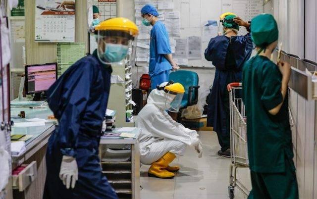 Epidemiolog: Tak Terkendali, Covid-19 di Indonesia Baru Reda 2024