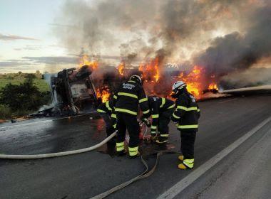 Itaberaba: Caminhão carregado de soja pega fogo na BR-242; carga é toda destruída