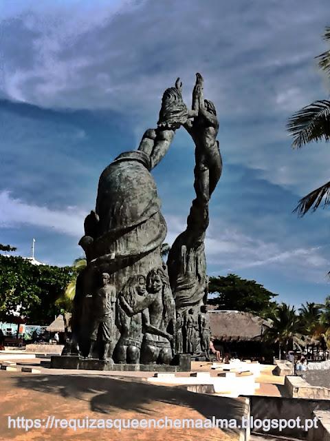 Monumento Portal Maya Playa Del Carmen, Parque Fundadores