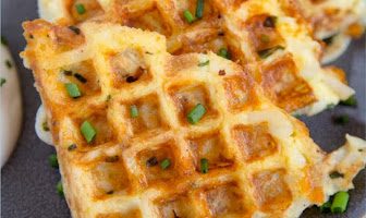 EGG & CHEESE HASH BROWN WAFFLE
