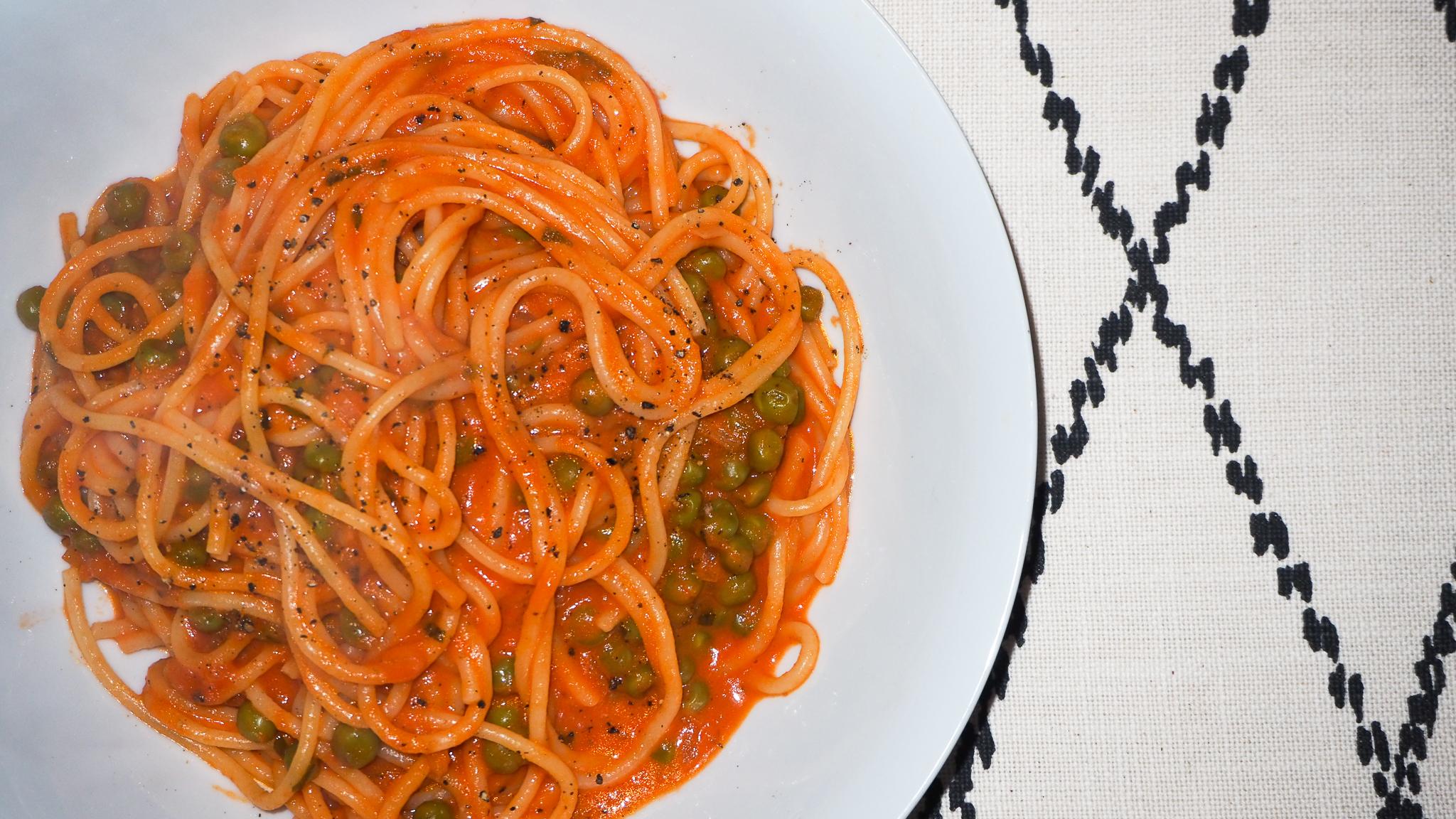 Spaghetti & Tomato Sauce With Peas & Mint