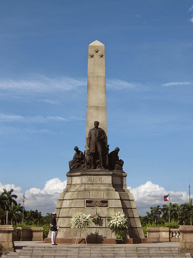10 Most Famous Travel Destinations In Philippines | Rizal Monument at Rizal Park in Manila, Philippines